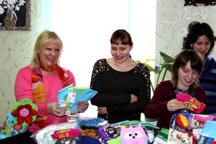 Hearts of Love Centre Director Lena Yushenko with her daughter Valeria receiving resources for the Centre from Mercy Projects.